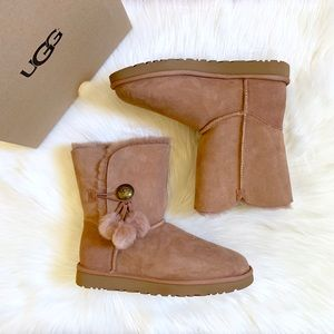 UGG Bailey Button Puff Boots In Sandalwood